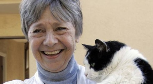 Sweden's finest - Anita Lindblom with one of her cats. How do we get her back into the game...?