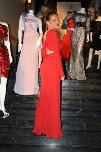 """""""Lady in Red"""" - Gunda legger vekt på både fremførelse og utseende på scenen (Foto: Fra Gunda's private samling)"""