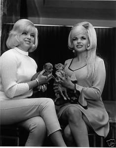 The British Bombshell meets an American one; Diana and Jayne Mansfield in 1967
